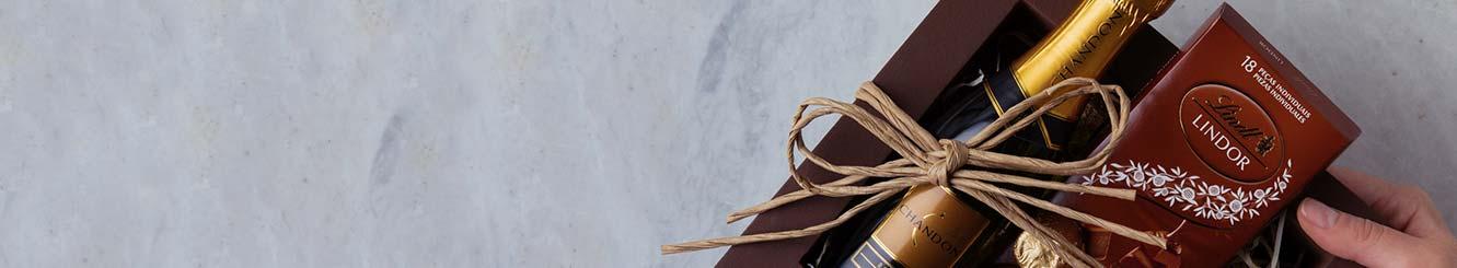Kits e Cestas de Presentes sem Flores com Chocolates, Bebidas e doces para Entrega.