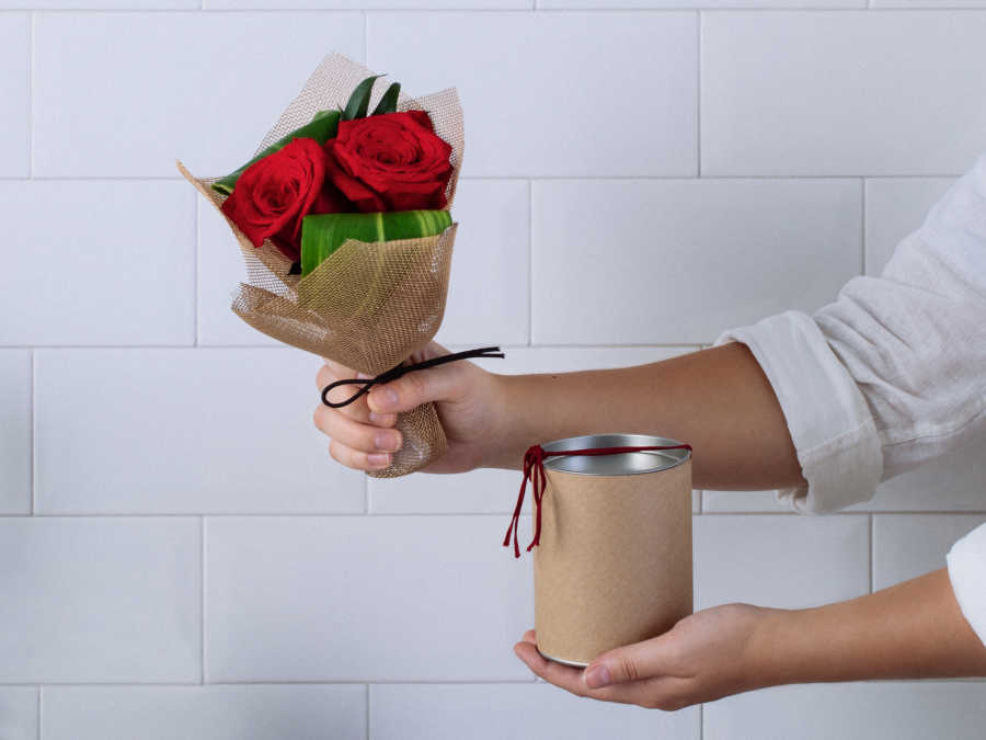 c15e0e18a Buquê de Rosas Colombianas Vermelhas com Chocolate Lindt Para Entrega